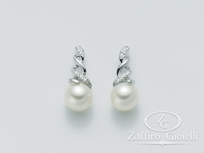 comprare a buon mercato eb4df 38df9 Orecchini Miluna in oro e diamanti con perle Parure Perle PER1729 - Zaffiro  Gioielli